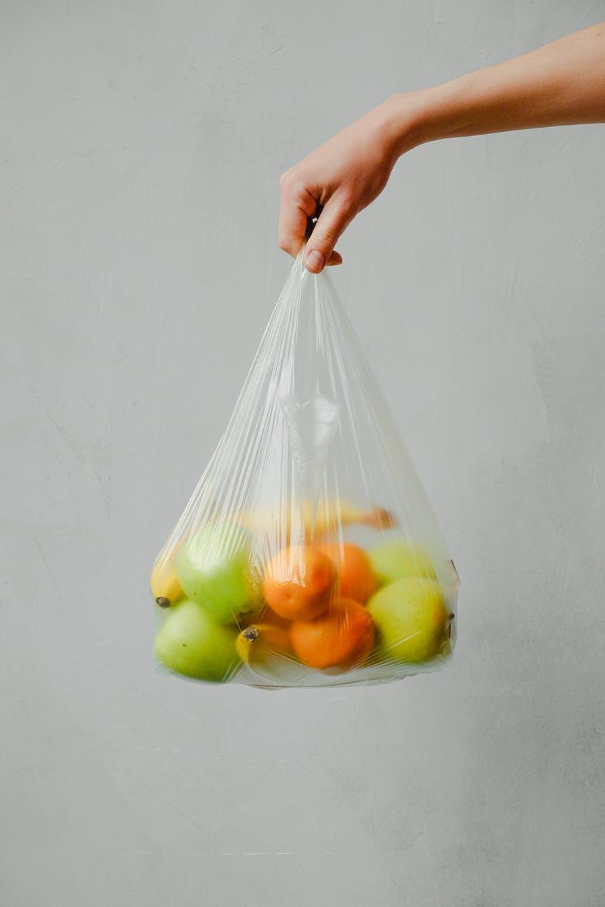 Procura por embalagens plásticas não reutilizáveis aumenta durante pandemia da Covid-19 em Uberlândia