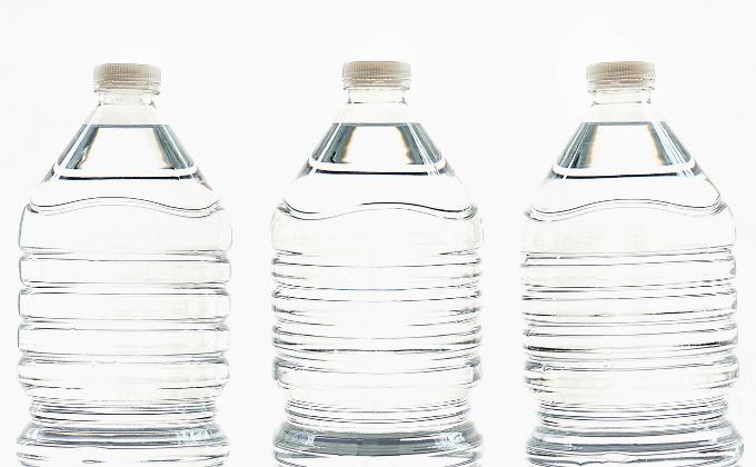 O uso de embalagens plásticas para alimentos_PET