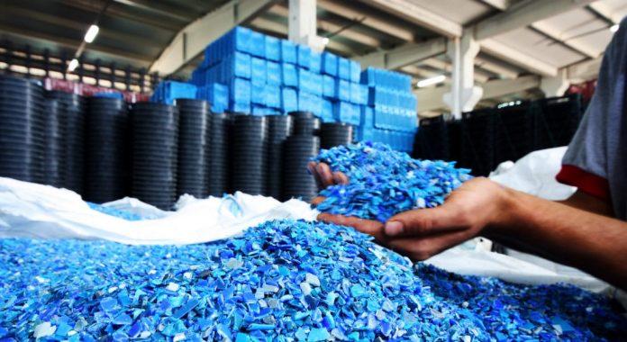 Qual a finalidade de uma indústria de plásticos?